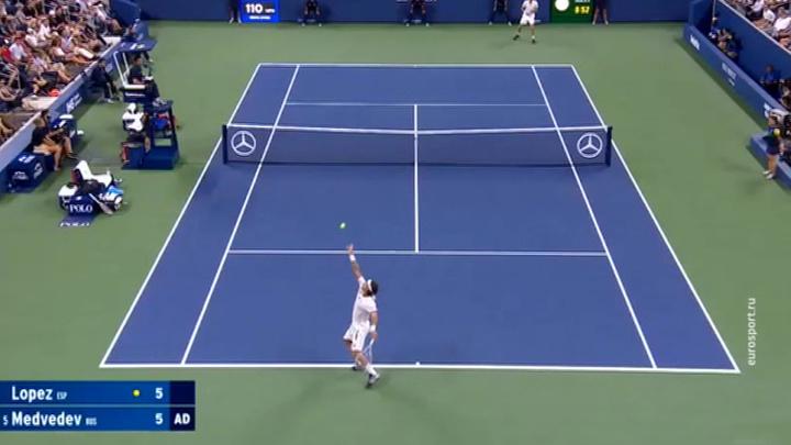 Теннисист Медведев обыграл Поспишила в матче Открытого чемпионата Австралии