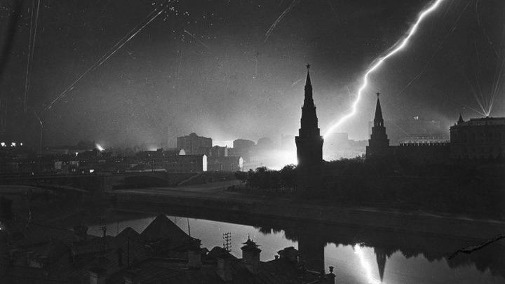 Налет на Москву. Автор М.Бурк-Уайт.