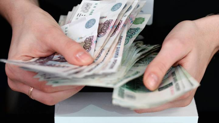 Госдума приняла в I чтении законопроект о повышении МРОТ