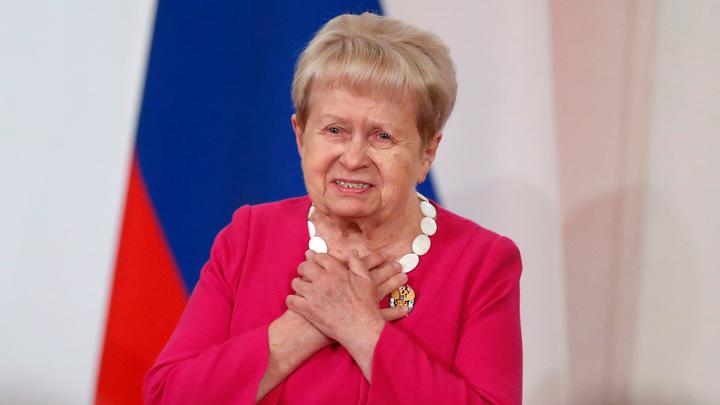 Путин поздравил композитора Александру Пахмутову с днем рождения