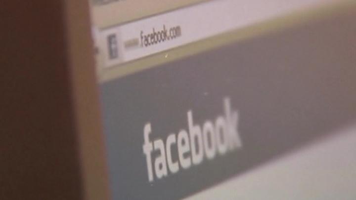 Фейсбук вводит цензуру на имя осведомителя, который подал жалобу на Трампа photo