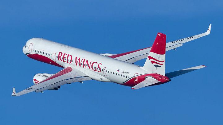 """Самолет компании Red Wings """"застрял"""" в Челябинске из-за жары"""