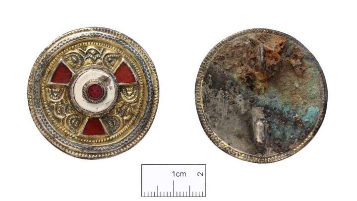 Позолоченная серебряная брошь VI века, королевство Кент. Фото: Canterbury Archaeological Trust
