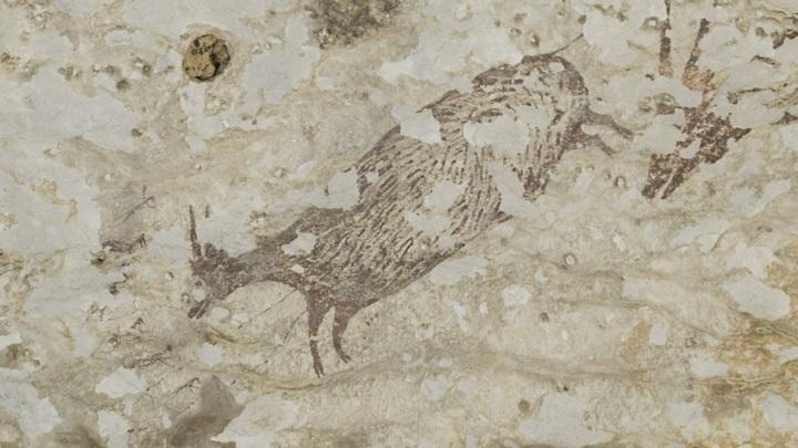 На найденном рисунке изображено восемь охотников и шесть жертв.