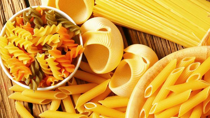В правительстве хотят ограничить цены на макароны, яйца, картофель