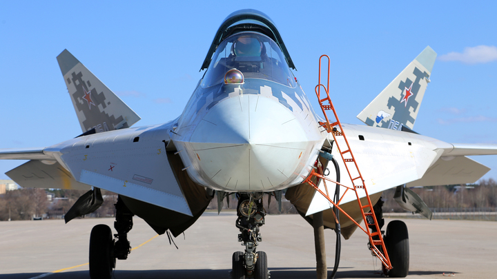 Шойгу призвал выпускать больше истребителей Су-57 и транспортников Ил-76