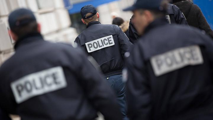 Отставные полицейские Франции написали письмо Макрону