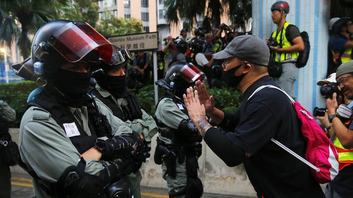 Полиция Гонконга предъявила обвинения 47 оппозиционным активистам