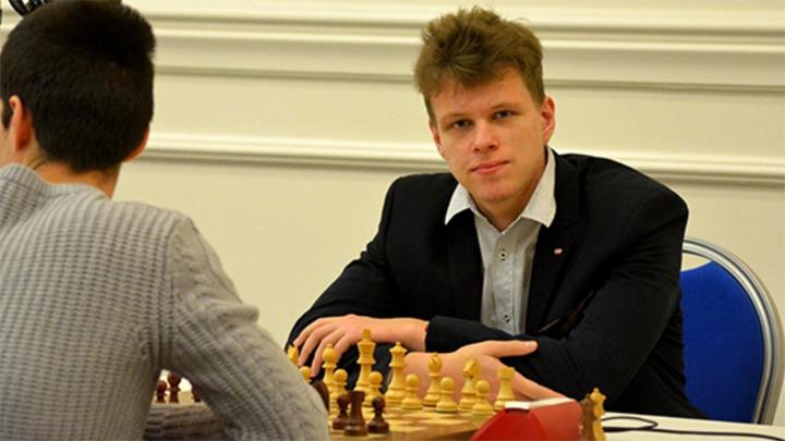Шахматы. Артемьев проиграл Карлсену первый раунд финала