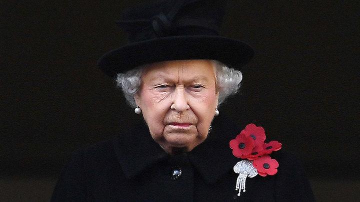 Елизавета II отменила официальные приемы в Букингемском дворце