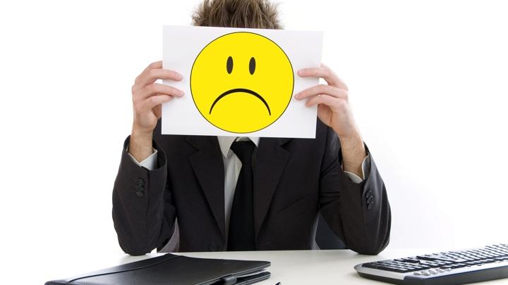 Длительная неуверенность в своём положении на работе отрицательно сказывается на эмоциональной стабильности, доброжелательности и добросовестности людей.