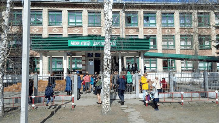25 человек пострадали в результате распыления газового баллончика в школе Махачкалы