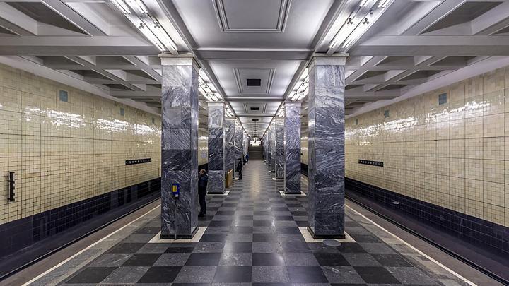 Развращавшего девочку в вагоне метро мужчину взяли под стражу