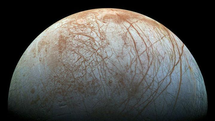 Поверхность спутника Юпитера Европы может быть усыпана ледяными шипами