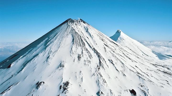 На Камчатке спасатели ищут альпиниста, пропавшего на Ключевской сопке