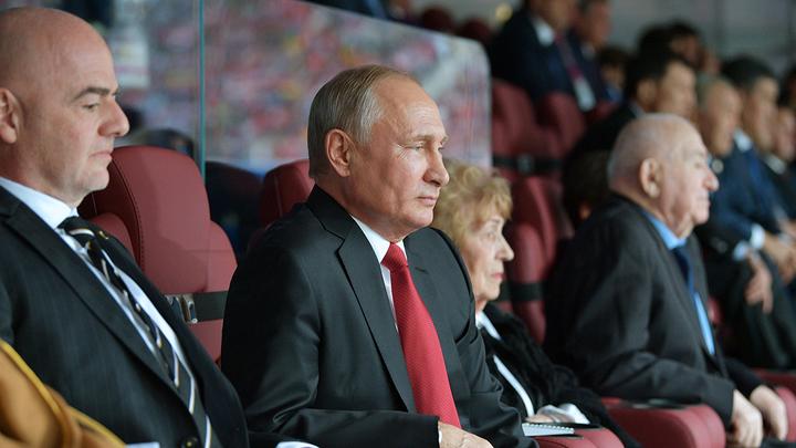 Путин подарил 95-летнему Симоняну часы