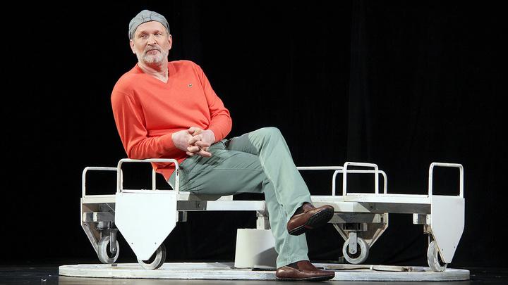 Не устроила зарплата: в Театре сатиры объяснили увольнение Добронравова