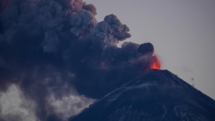 Ключевской выбросил столб пепла на высоту более семи тысяч метров