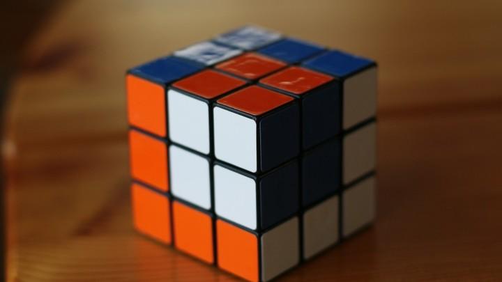 Тренировка для мозгов, или Как собрать кубик Рубика за несколько секунд