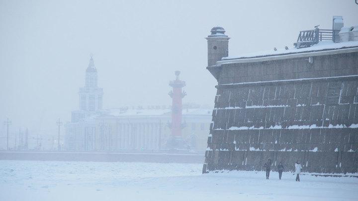 В Петербурге ликвидируют последствия сильного снегопада