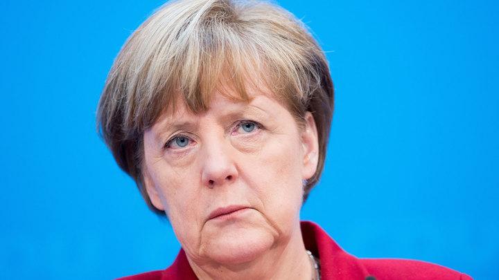 Меркель потребовала немедленно освободить Навального