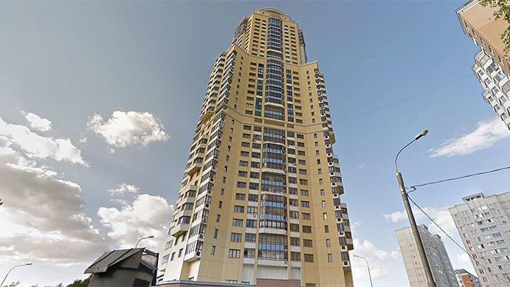 Москвич вышел целым и невредимым из лифта, падавшего с 40-го этажа