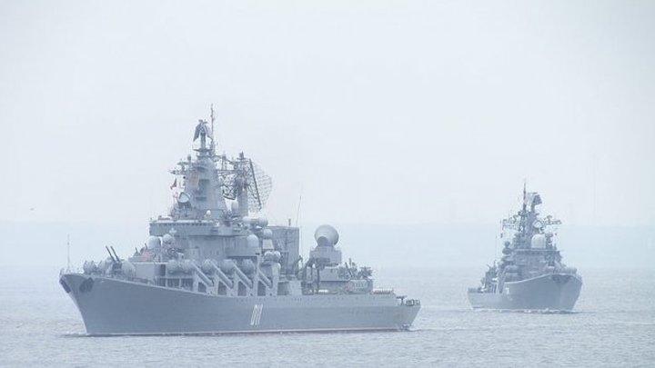 """Крейсер """"Варяг"""" и подлодка """"Омск"""" провели стрельбы у берегов Камчатки"""