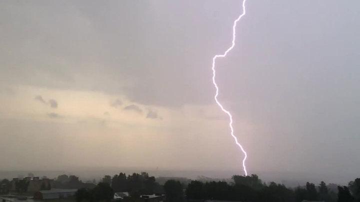 Сильные грозы с градом и аномальная жара: опасная погода во Франции