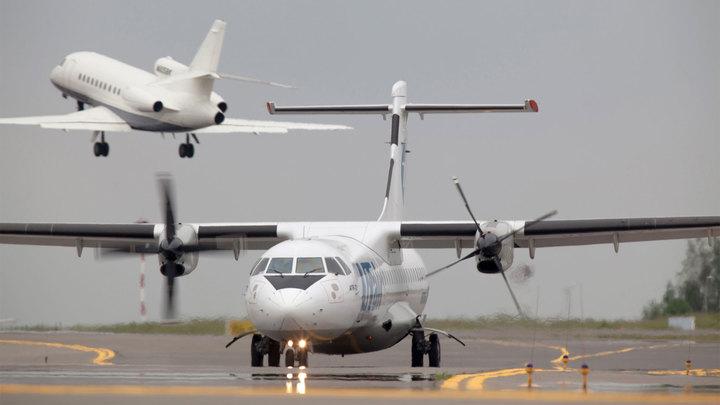 """Самолет компании """"ЮТэйр"""" вернулся в аэропорт вылета из-за неисправности"""