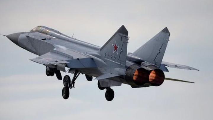 МиГ-31 сопроводил американский самолет над Чукотским морем