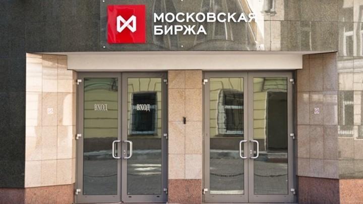 Что встревожило инвесторов: доллар превысил 75 рублей