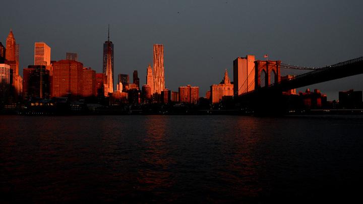 Движение по Бруклинскому мосту в Нью-Йорке перекрыли из-за протестов
