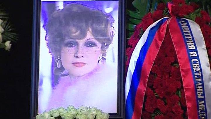 Людмила Гурченко похоронена на Новодевичьем кладбище