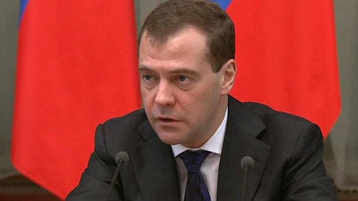 Медведев поручил подготовить новые выборные законы к 15 февраля