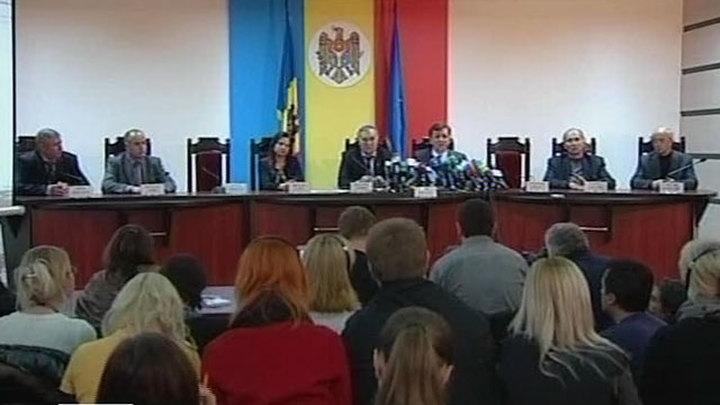 Политическое безвременье в Молдавии затягивается на неопределенный срок. По итогам досрочных парламентских выборов ни одна из политических партий не набрала достаточного количества голосов, чтобы самостоятельно сформировать кабинет