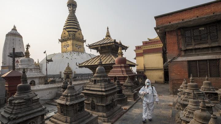 Альпинисты Непала отдадут клиникам баллоны для кислорода