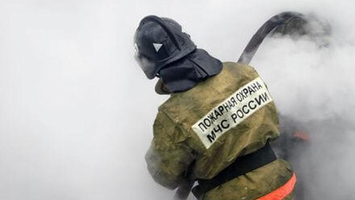 Мощный пожар вспыхнул в административном здании в Приморье