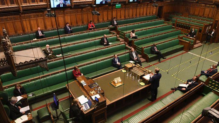 Глава Консервативной партии Уэльса уходит на фоне скандала