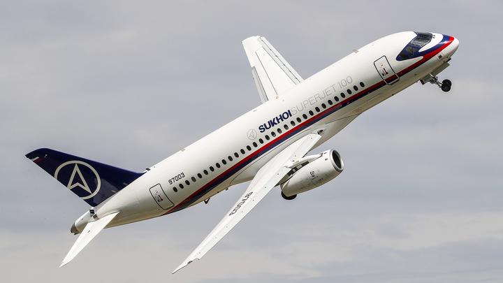 Самолет, следовавший из Екатеринбурга в Москву, подал сигнал тревоги