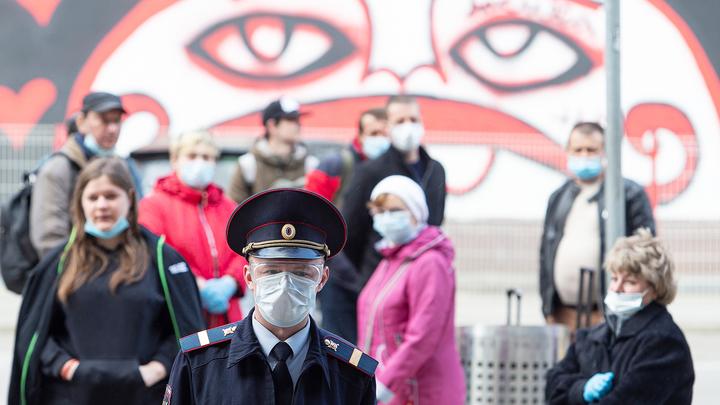 Инфекционист: отменить масочный режим в России можно в мае