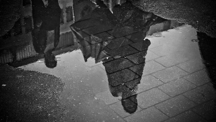 Сильный дождь с грозой и градом затопил Брянск