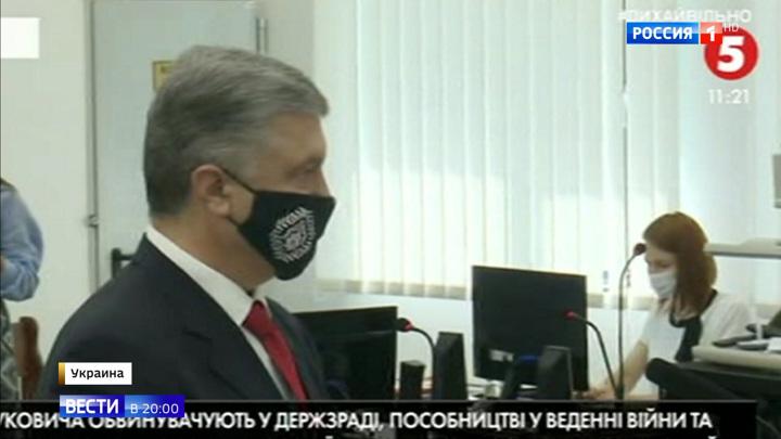 Прямо не отвечал, но обвинил в потере Крыма: Порошенко допросили по делу Януковича