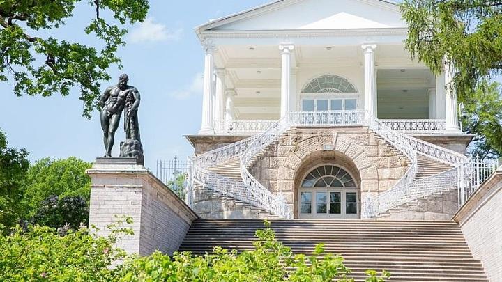 Статуя Геракла вернулась в Царское Село после реставрации