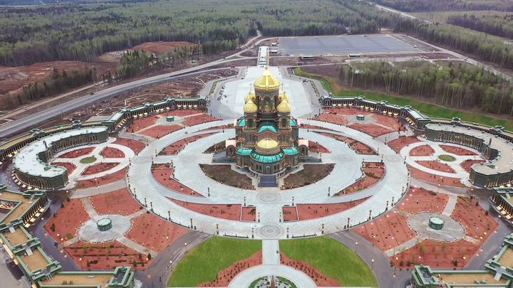 Вечный огонь с Могилы Неизвестного Солдата доставили в главный храм ВС РФ