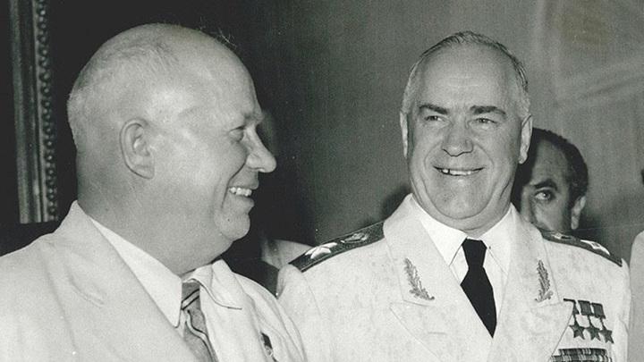 Никита Хрущёв и Георгий Жуков | фото m.rbth.com