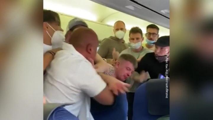 Над пассажиром устроили самосуд на борту авиалайнера