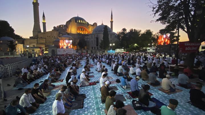 В Стамбул вернулись туристы, Святая София стала другой