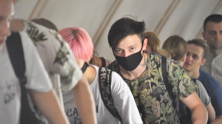 Дептранс Москвы опроверг слухи о необязательности масок и перчаток