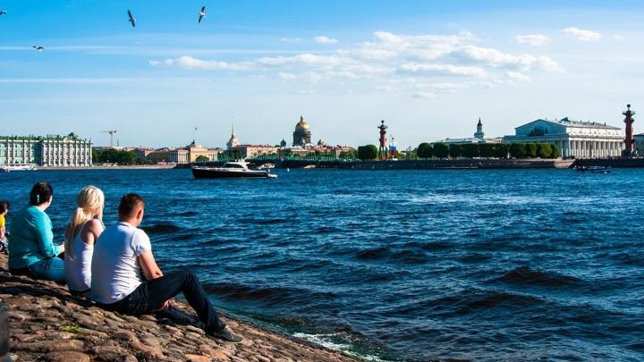 Температура воды в реке Неве в Санкт-Петербурге достигла 25 градусов по Цельсию
