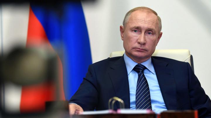 Самоизоляция не мешает Путину работать, локдаун не обсуждается
